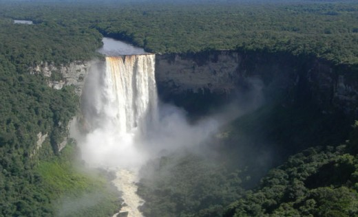 The thundering Kaieteur Falls